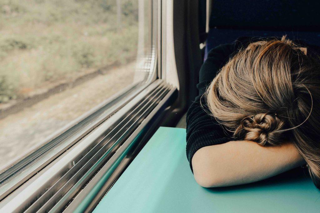疲れている女性の画像