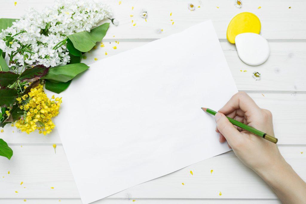 鉛筆と紙の画像
